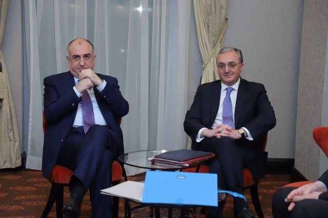 The foreign ministers of Armenia and Azerbaijan meet in Moscow with the mediation of Russia