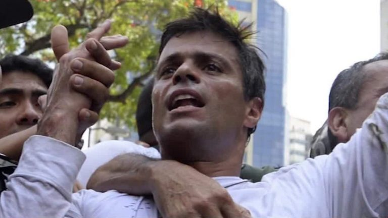 The government confirms the arrival of Leopoldo López in Madrid and condemns the detention of personnel in Venezuela