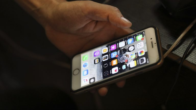 They discover that the coronavirus could survive on phone screens for 28 days