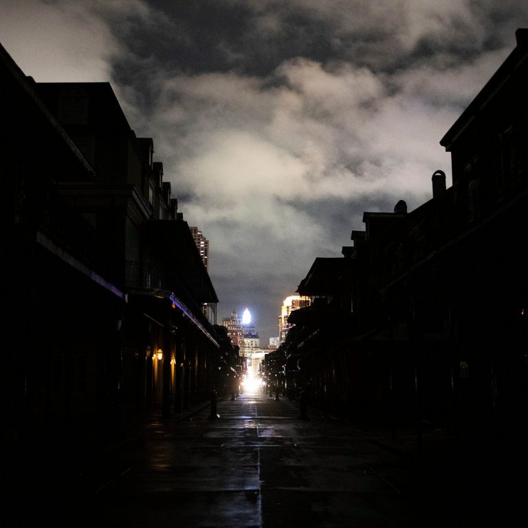 'Zeta' leaves at least six dead and more than two million people without electricity after traveling the United States