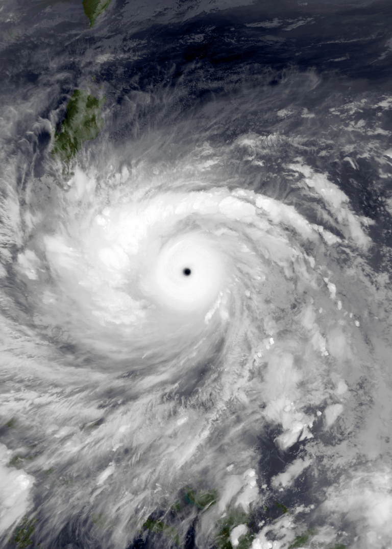'Goni', the largest typhoon of the year, leaves four dead and one million displaced upon arrival in the Philippines