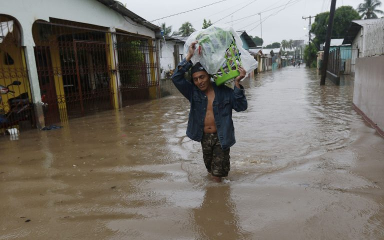 Guatemala estimates 44 deaths from storm 'Eta' through the country