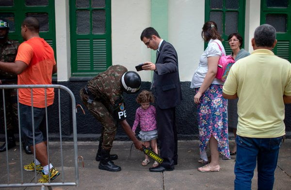 The left leads the final elections in Sao Paulo, while Rio de Janeiro votes conservatively