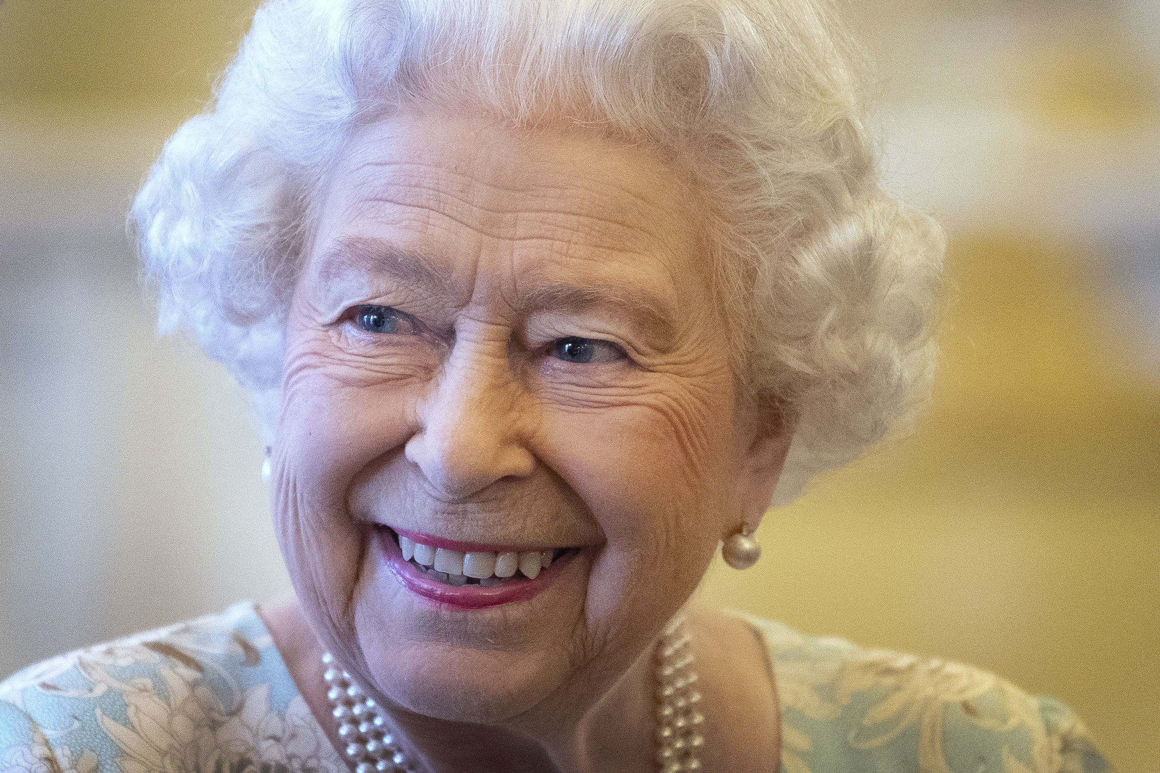 Are you looking for a job? Queen Elizabeth II asks for personal assistant for Buckingham Palace