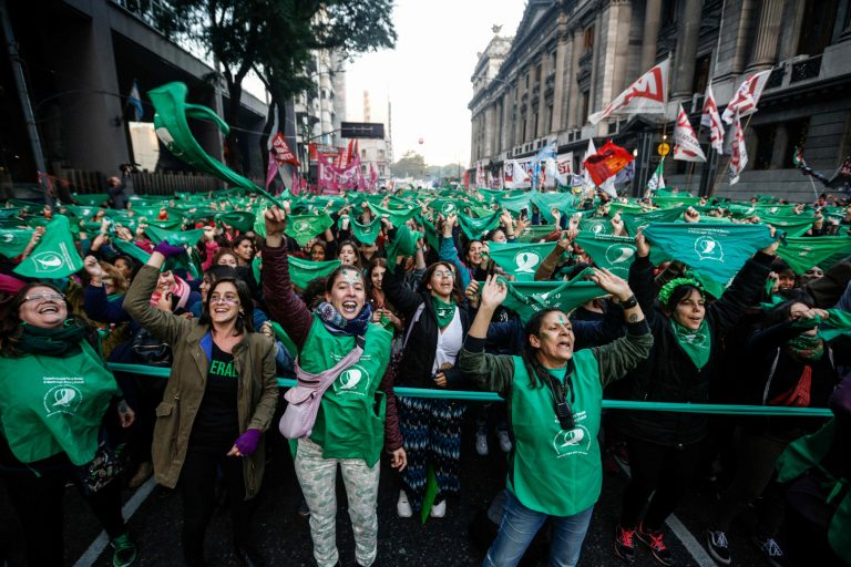 Argentina legalizes abortion up to 14 weeks of pregnancy