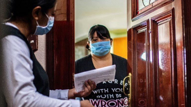 Beijing adds seven cases of COVID-19 and closes one of its districts with a New Year's view