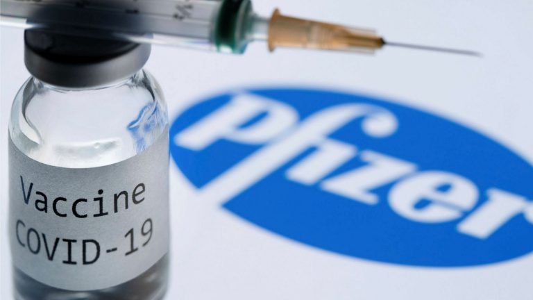 The FDA approves the use of Pfizer vaccines in the US