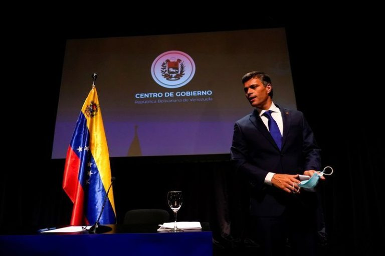 The public consultation of the Venezuelan opposition begins with the challenge of high participation